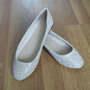 Apt. 9 Tan Beige Sand Nude Flats with Gold Accents